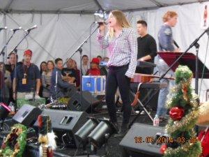 Jaime Belushi singing.